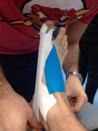 Votre podologue à Paris 16 utilise la technique du taping